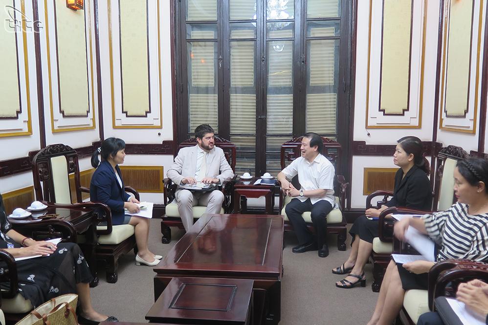 Tổng cục Du lịch bàn hợp tác với UNESCO đẩy mạnh truyền thông về du lịch có trách nhiệm và bền vững