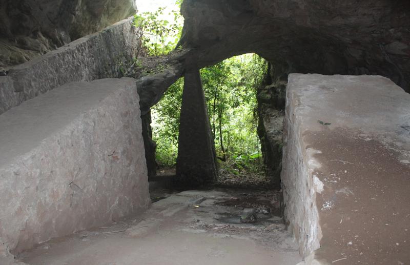 Kỳ vĩ hang Huyện ở Thái Nguyên