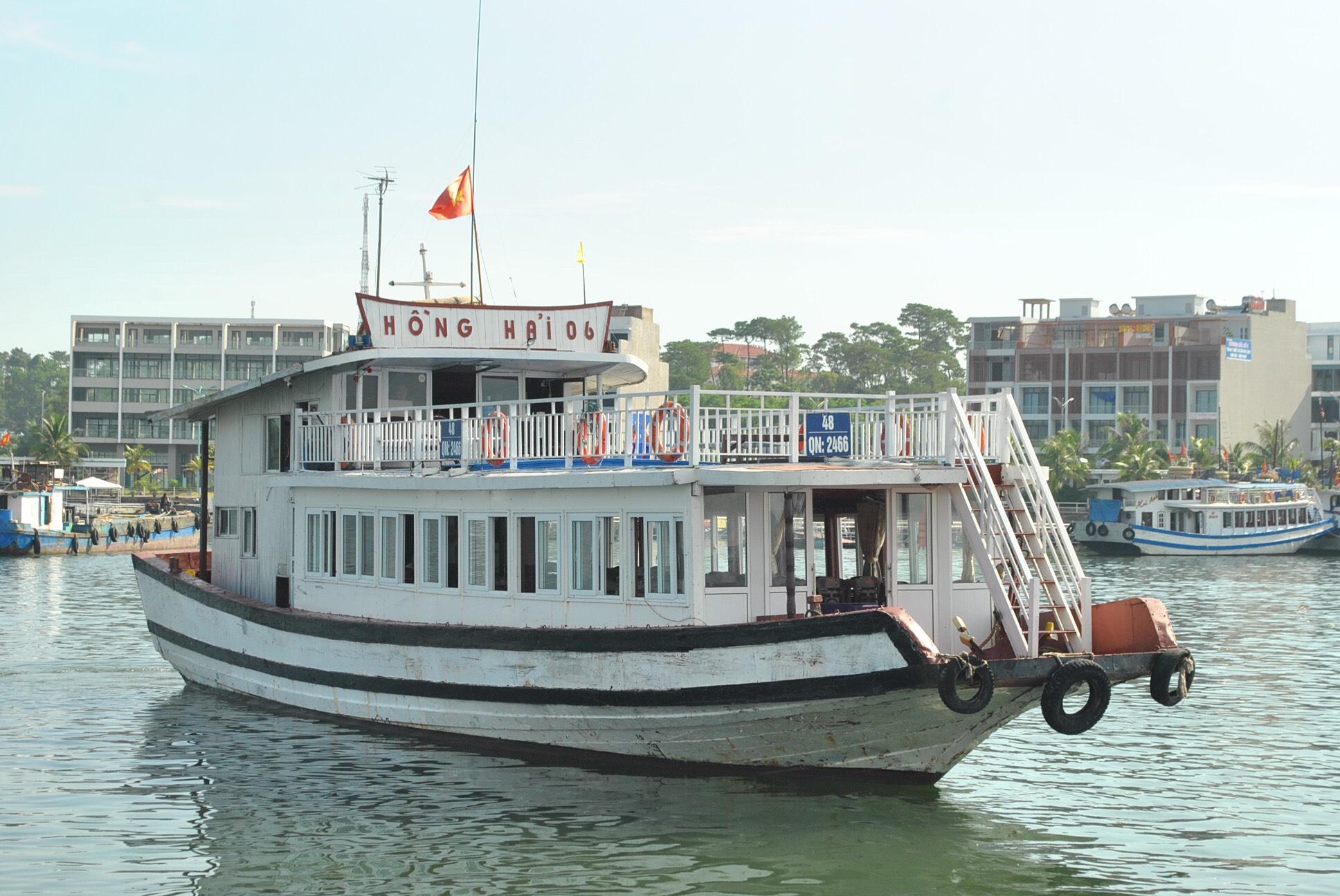 Giảm giá cước tàu vận chuyển khách tham quan Vịnh Hạ Long