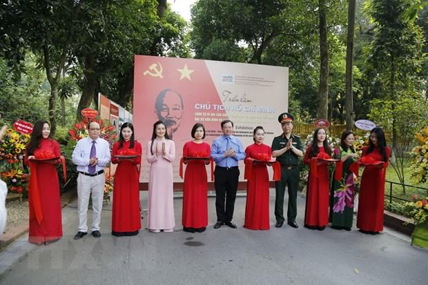 Khai mạc triển lãm về Chủ tịch Hồ Chí Minh tại Phủ Chủ tịch