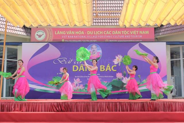 Làng Văn hóa - Du lịch các dân tộc Việt Nam đón khách trở lại