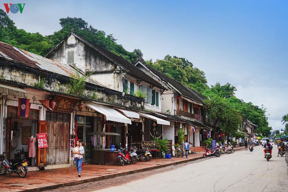 Sống chậm, đi chậm, ăn chậm ở Luang Prabang (Lào)