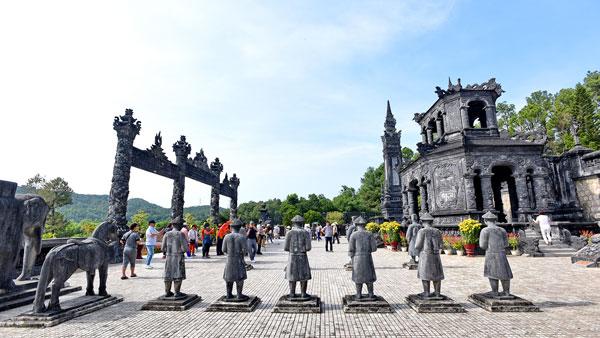 Lăng Khải Định – Kiệt tác nghệ thuật khảm sành xứ Huế