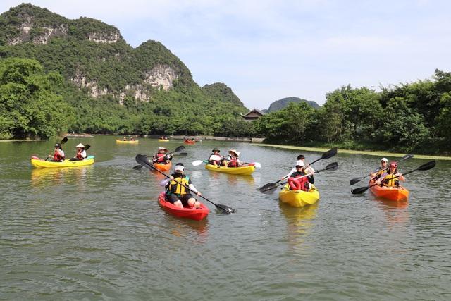Chèo thuyền kayak khám phá di sản thế giới Tràng An (Ninh Bình)