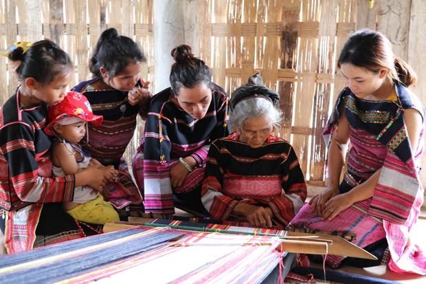 Gia Lai: Gìn giữ nghề dệt thổ cẩm - nét đẹp của phụ nữ Bahnar
