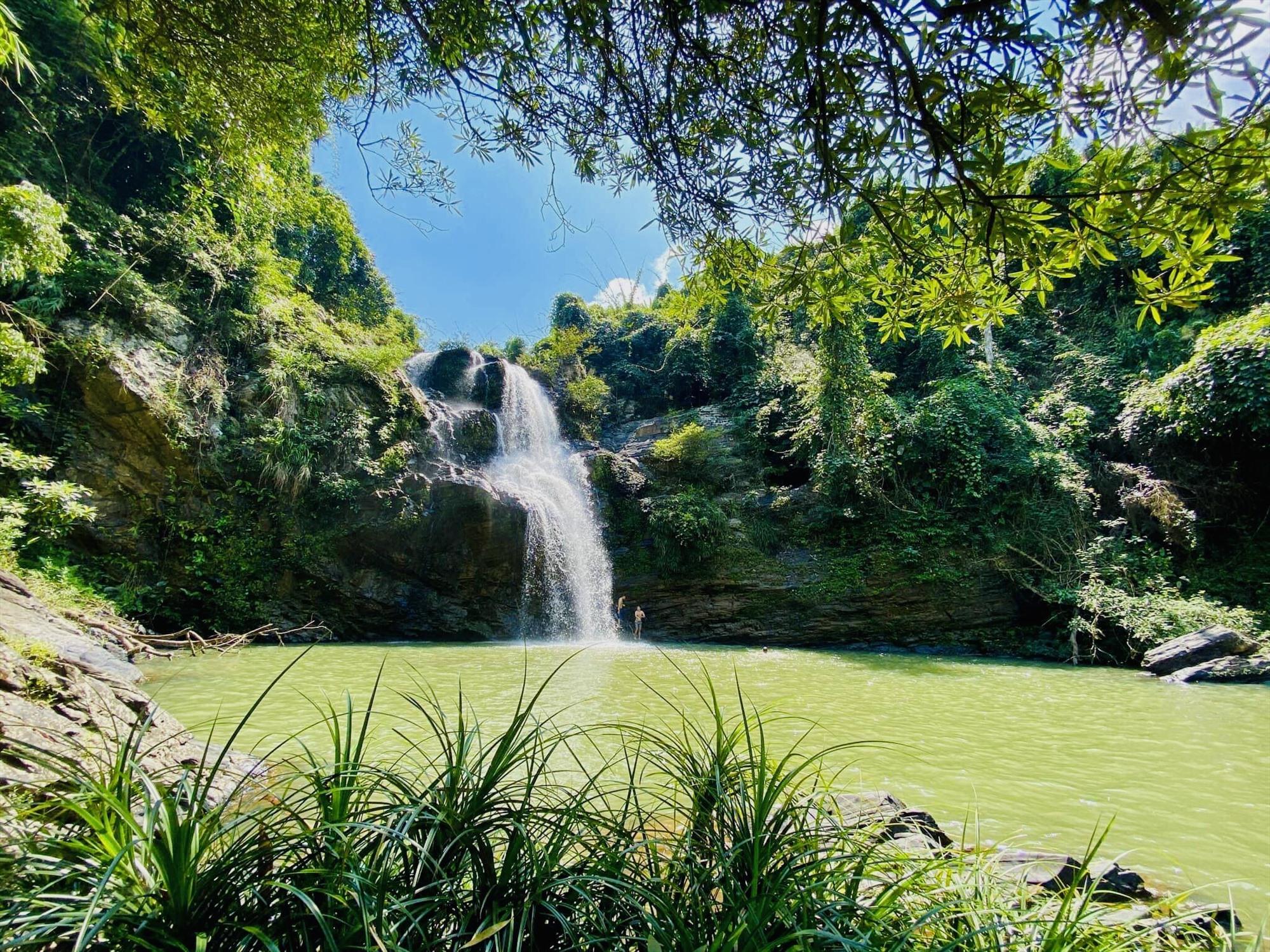 Ghé thăm Hiệp Đức (Quảng Nam) tắm thác lội khe