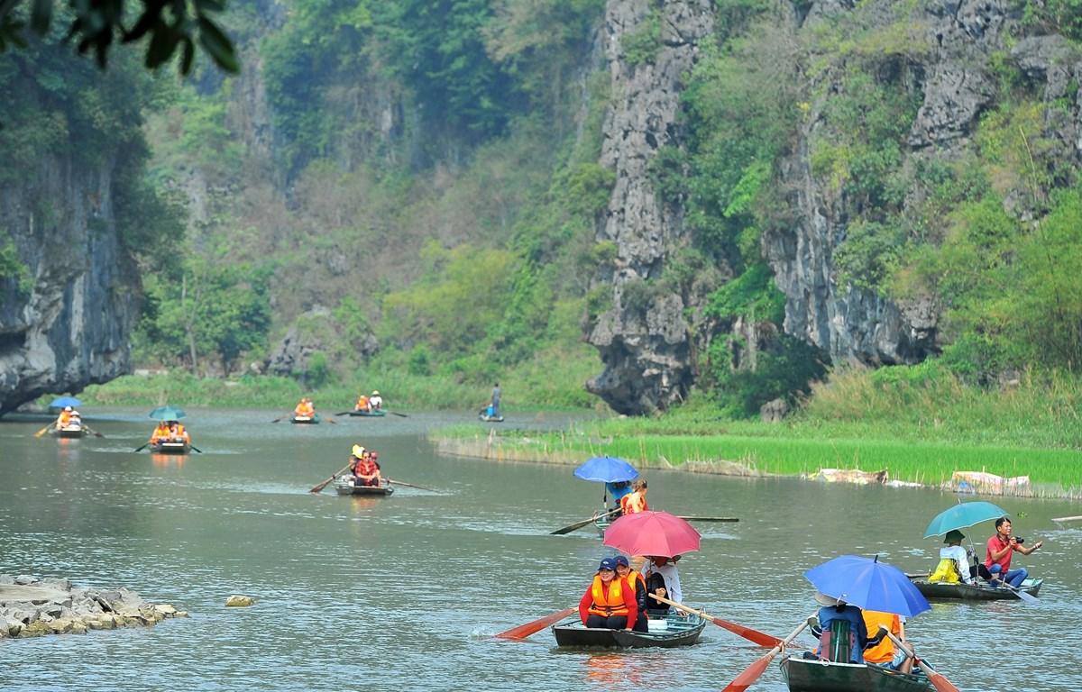 Ninh Bình hút khách với hàng loạt dịch vụ du lịch hấp dẫn