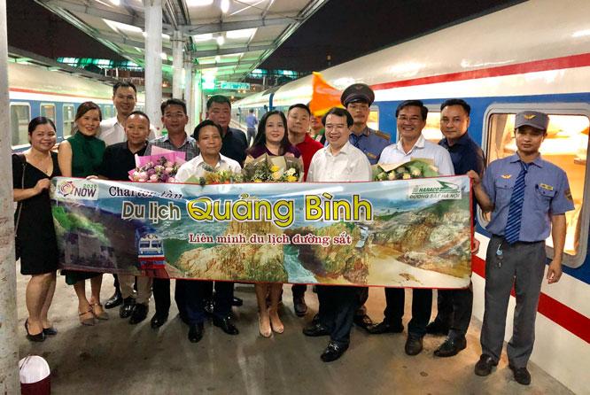 Chuyến tàu hỏa charter đầu tiên Hà Nội - Quảng Bình chính thức khởi hành