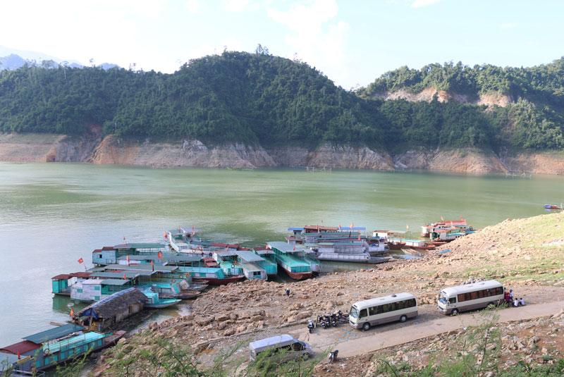 Khai thác tiềm năng du lịch vùng hồ huyện Cao Phong, Hòa Bình