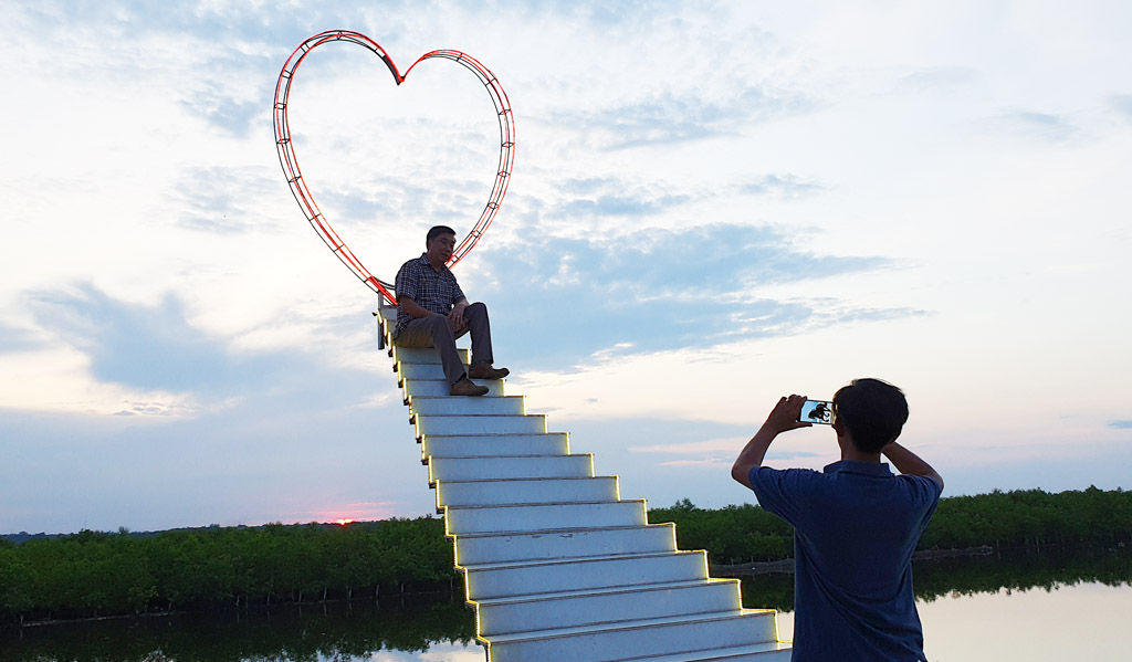 Trải nghiệm tour ngắm hoàng hôn trên phá Tam Giang (Thừa Thiên Huế)
