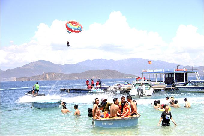 Tour biển đảo thu hút khách