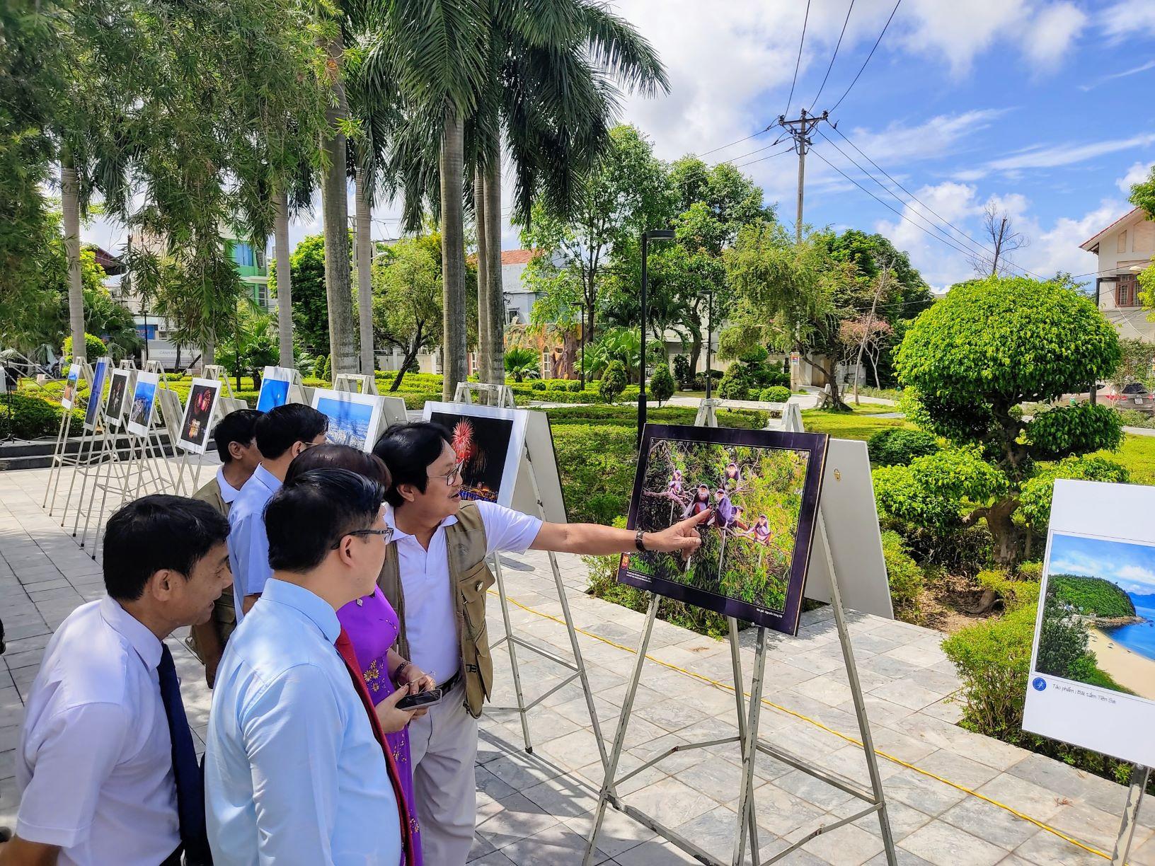 Triển lãm ảnh nghệ thuật hai thành phố biển Cẩm Phả - Đà Nẵng