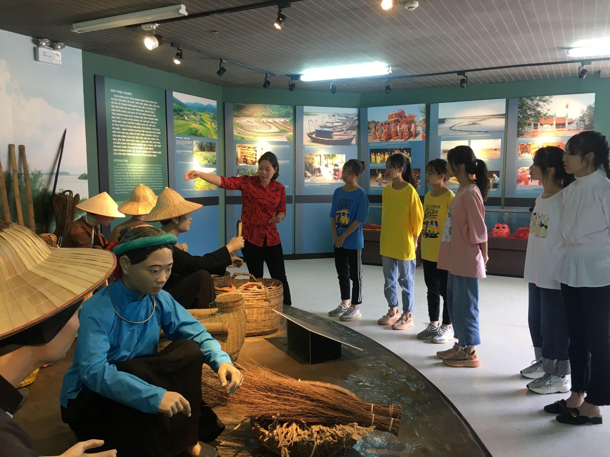 Không gian trưng bày văn hóa các dân tộc vùng Đông Bắc