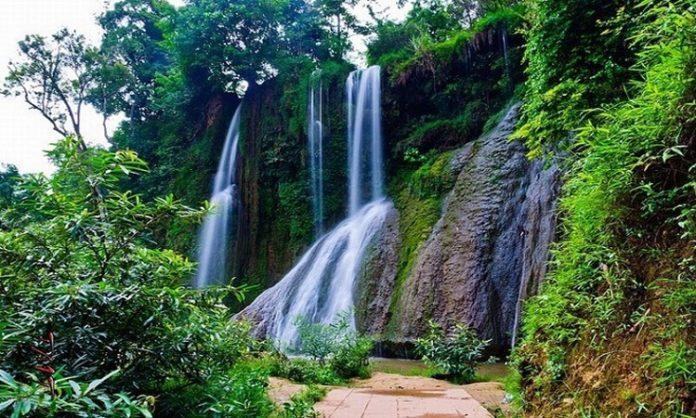 Độc đáo thác nước cao hơn trăm mét trên cao nguyên Mộc Châu