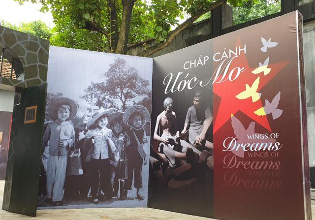 """Tổ chức trưng bày """"Chắp cánh ước mơ"""" tại di tích Nhà tù Hỏa Lò"""