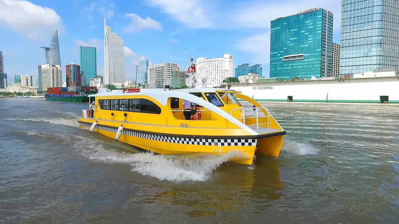Ngắm cảnh Sài Gòn trên sông bằng Water Bus