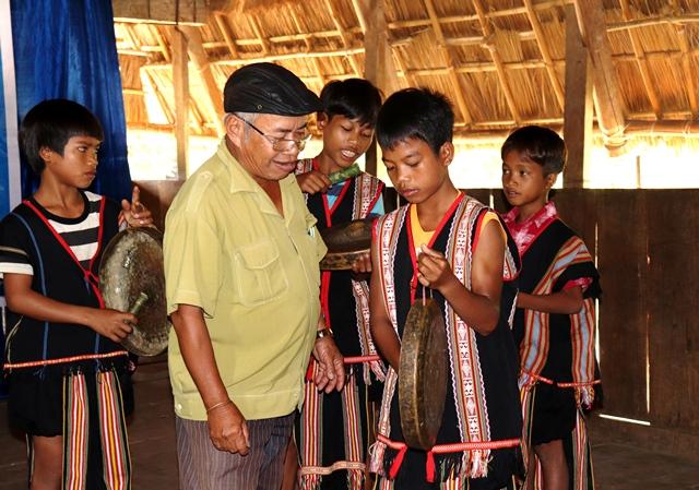 Huyện Kon Rẫy (Kon Tum): Mở lớp truyền dạy chiêng, xoang cho thế hệ trẻ