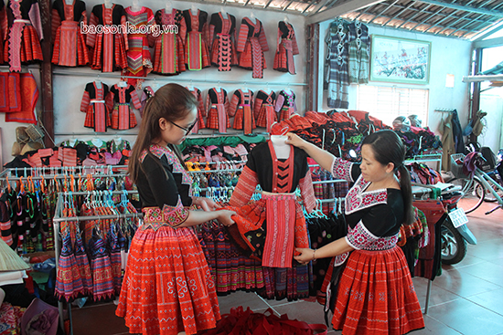 Đưa trang phục dân tộc trở thành sản phẩm du lịch đặc sắc