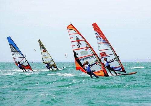 Bình Thuận: Để đẩy mạnh phát triển thể thao biển