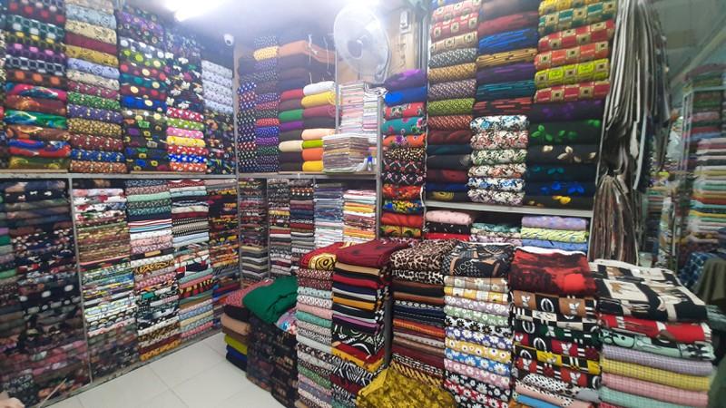 Khám phá chợ vải hơn 30 năm lớn nhất Sài Gòn với cái tên rất lạ