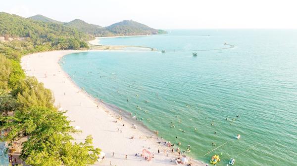Bãi cát trắng đang dần thay đổi diện mạo du lịch Hà Tiên