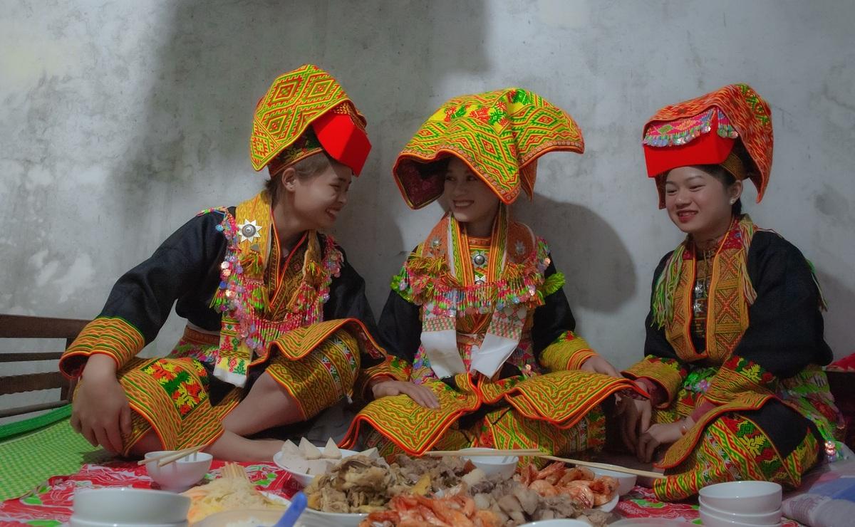 Độc đáo đám cưới đêm của người Dao Mẫu Sơn