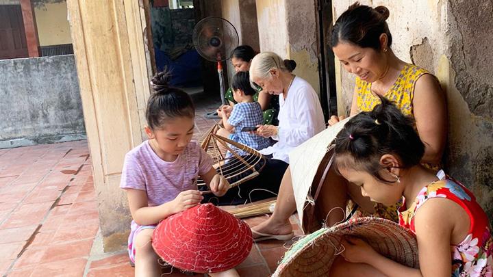 Giữ nghề nón làng Chuông ở Hà Nội