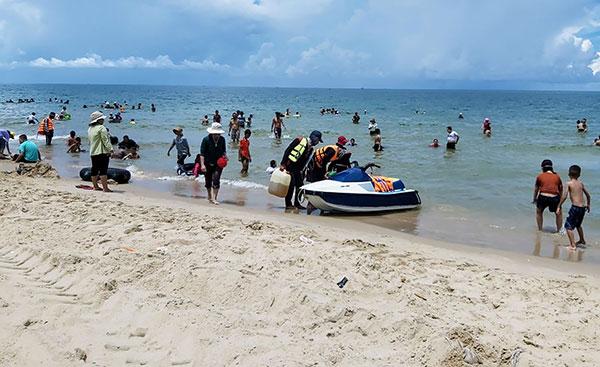 Biển Cam Bình: Hoang sơ, quyến rũ