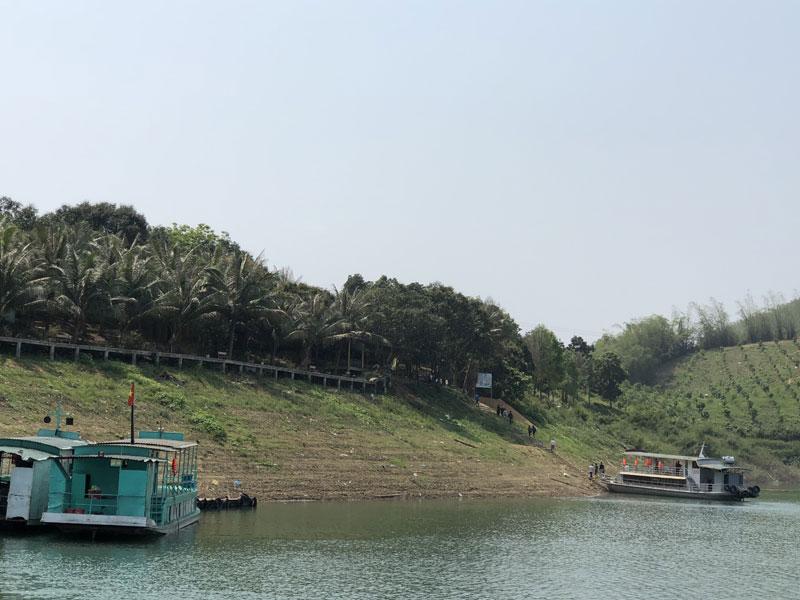 Hòa Bình: Hấp dẫn điểm du lịch sinh thái đảo Dừa