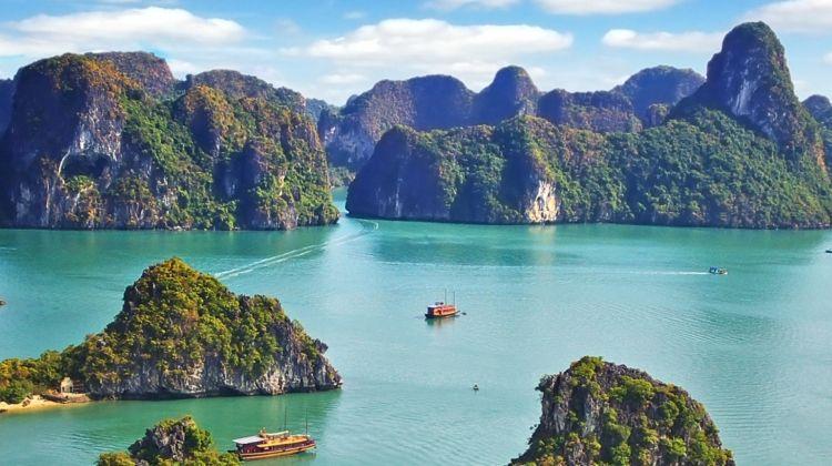 Quảng Ninh chú trọng phát triển mạnh du lịch văn hóa, di sản