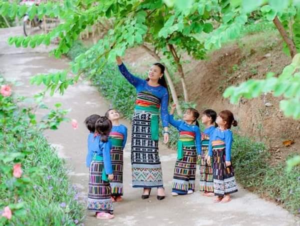 Trang phục truyền thống của người phụ nữ Thái huyện Quan Sơn (Thanh Hóa)