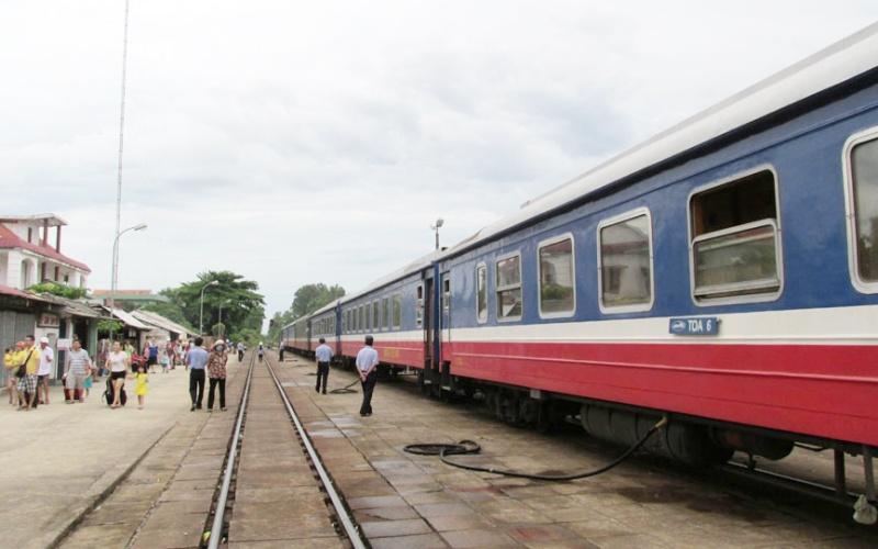 Đường sắt chạy lại tàu du lịch Hà Nội - Lào Cai