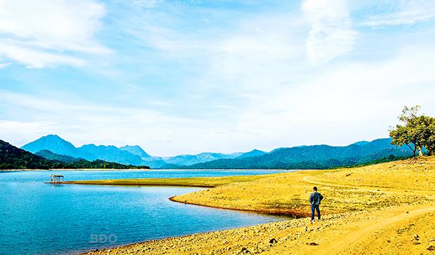Kỳ ảo hồ Núi Một (Bình Định)