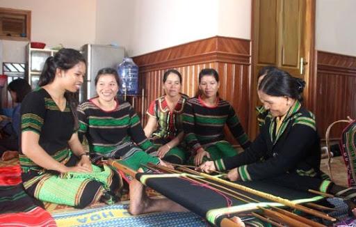 Đề nghị đưa vào di sản quốc gia nghề thủ công truyền thống nghệ thuật dệt, trang trí hoa văn của người M'nông