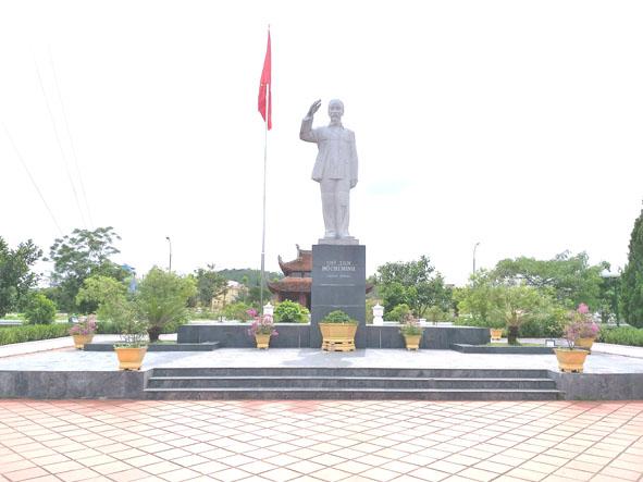 Thăm Đền thờ Bác Hồ trên đảo Cô Tô (Quảng Ninh)