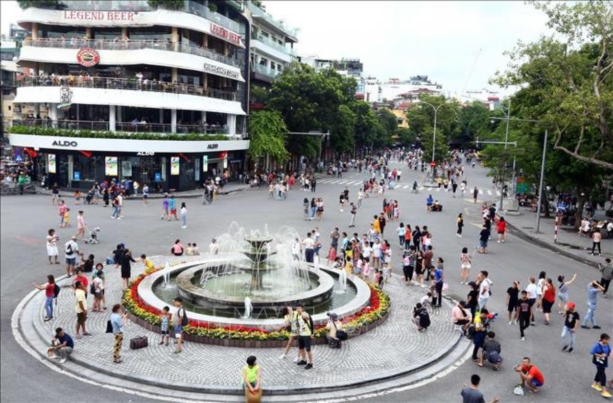 Mở rộng không gian phố đi bộ thu hút khách tham quan
