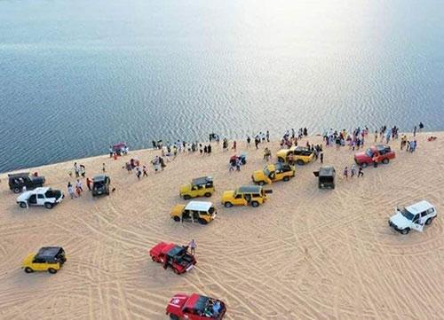 Bình Thuận: Gần 5.200 lượt khách đến Bàu Trắng vui đón năm mới 2021