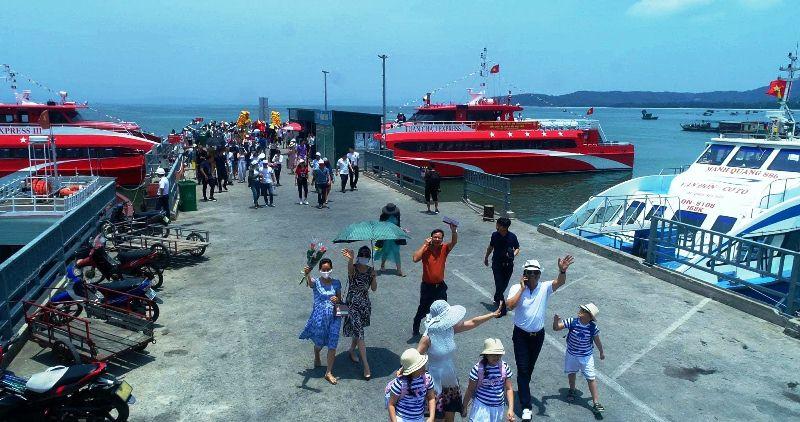 Quảng Ninh đón hơn 140 nghìn lượt du khách những ngày đầu năm