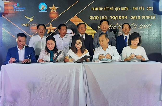 Phó Tổng cục trưởng Ngô Hoài Chung dự lễ ký kết thành lập liên minh hợp tác phát triển du lịch giữa Bình Định - Phú Yên với một số tỉnh phía Bắc