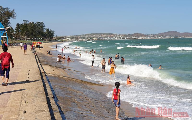 Khoảng 30 nghìn lượt khách du lịch đến Bình Thuận đầu năm 2021