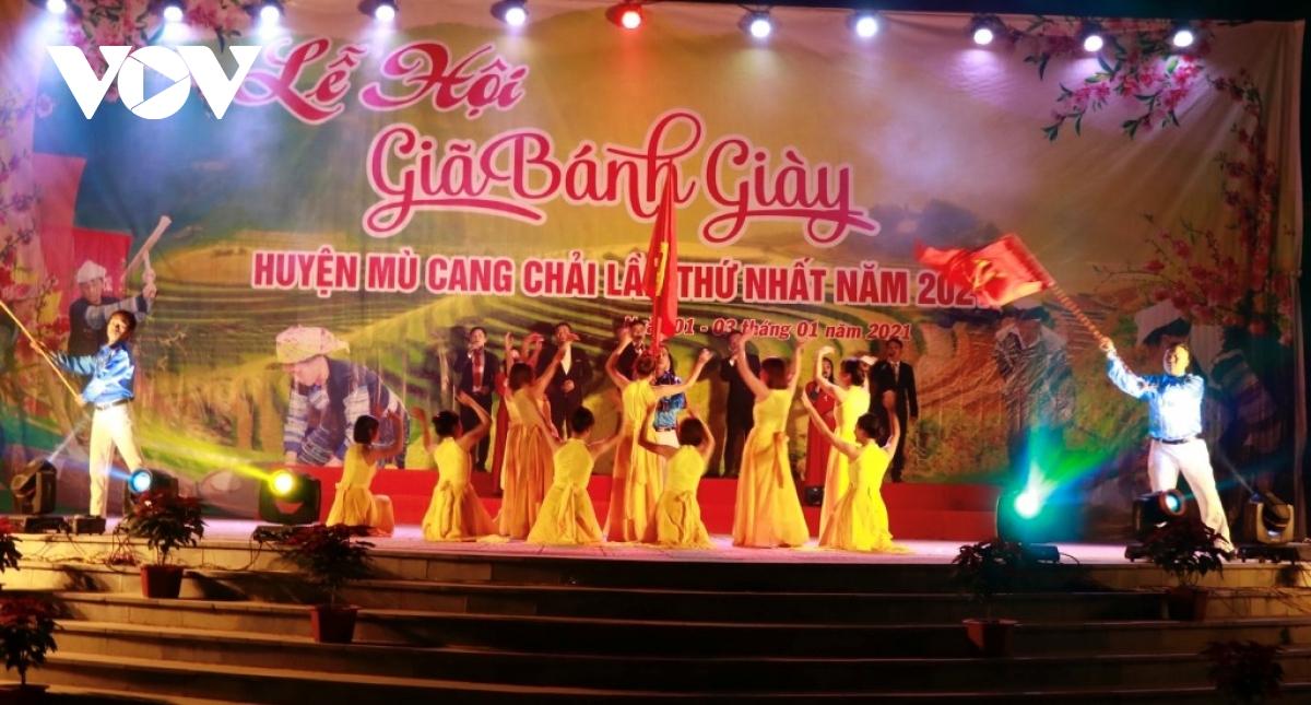Khai mạc Lễ hội giã bánh dày huyện Mù Cang Chải (Yên Bái) lần thứ nhất
