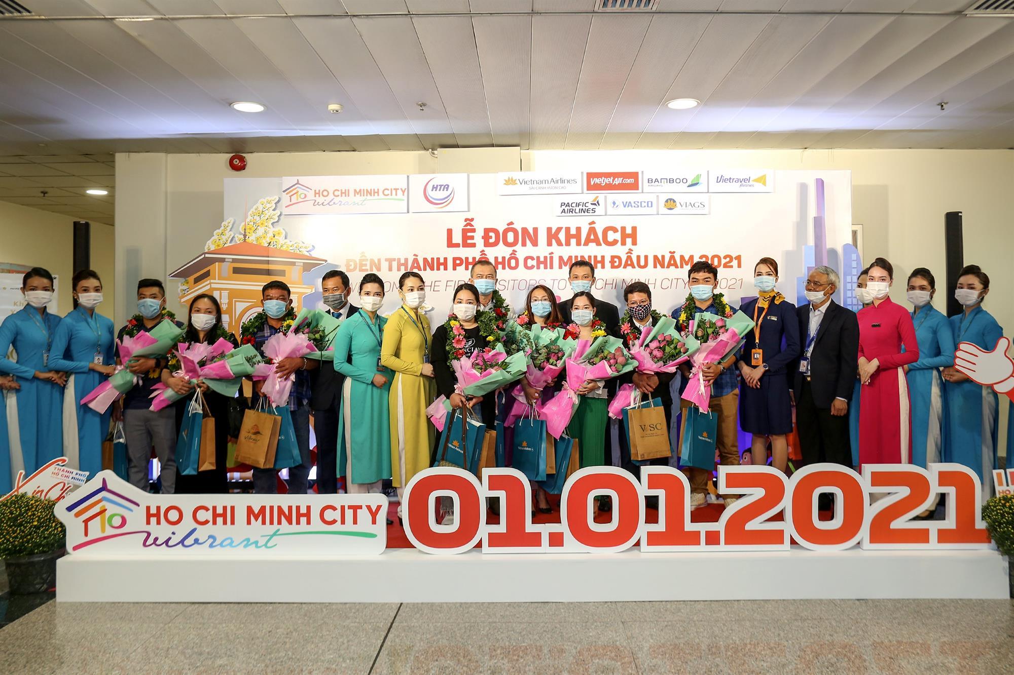 Vietnam Airlines Group chào đón các vị khách đầu tiên trong năm 2021 trên cả nước