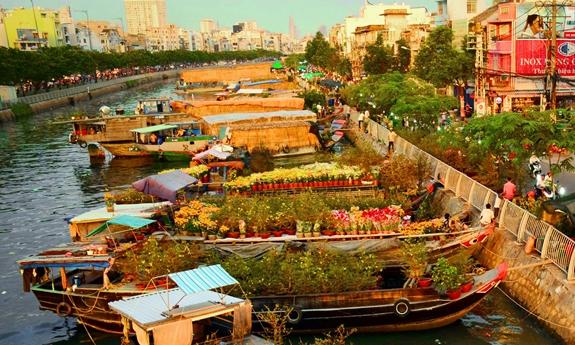 """Độc đáo chợ hoa Xuân """"Trên bến dưới thuyền"""" năm 2021"""