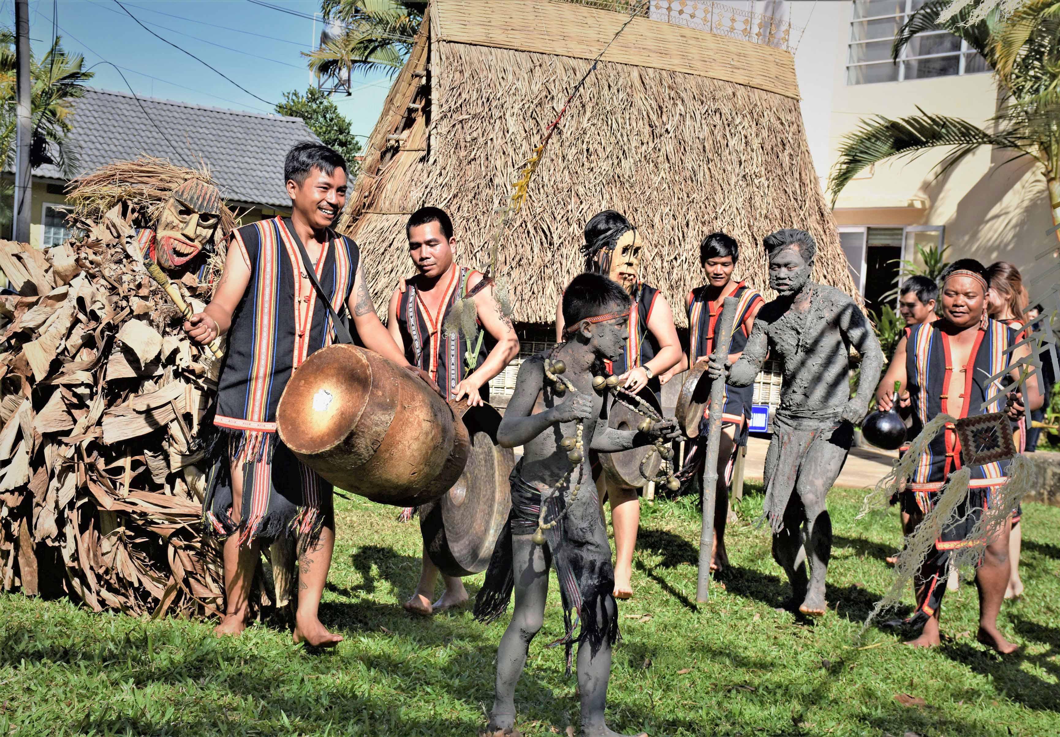 Bảo tồn văn hóa cồng chiêng gắn với phát triển du lịch ở Gia Lai