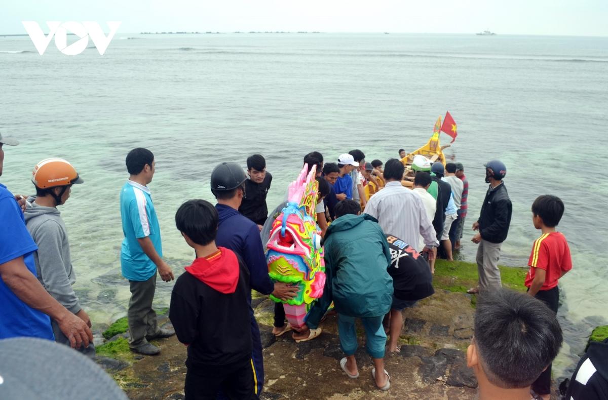 Lý Sơn rộn ràng chuẩn bị Lễ hội đua thuyền tứ linh đầu xuân Tân Sửu
