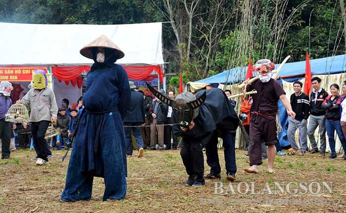 Độc đáo trò diễn Sỹ – Nông – Công – Thương ở Mông Ân (Lạng Sơn)