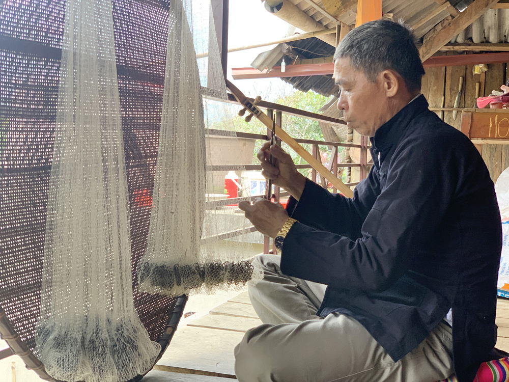 Nghề đan chài của người Thái ở Bản Ngoang