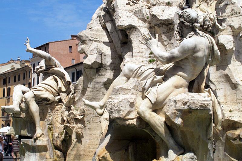 Hai đài phun nước nổi tiếng ở Rome