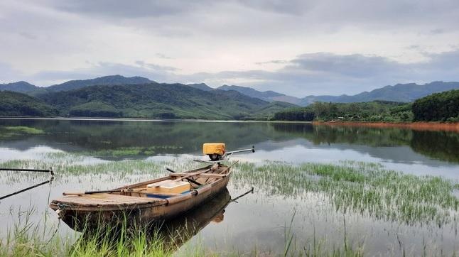 Bình Định: Yên ả hồ Mỹ Đức