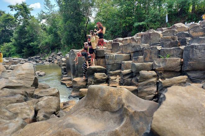 Gia Lai: Suối đá cổ Ia Ruai